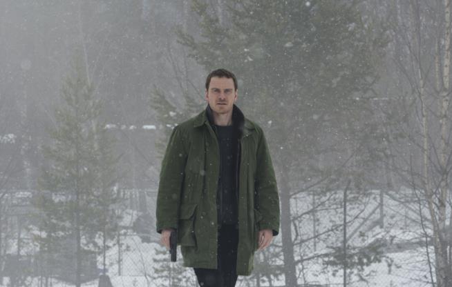 Michael Fassbender nel film The Snowman - L'Uomo di Neve