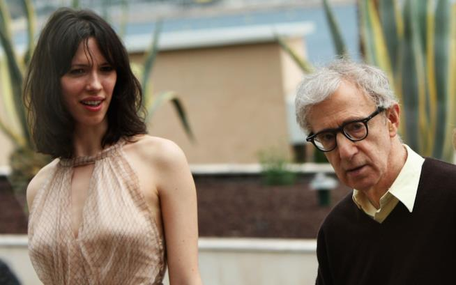 Alec Baldwin si schiera: tristi le accuse a Woody Allen