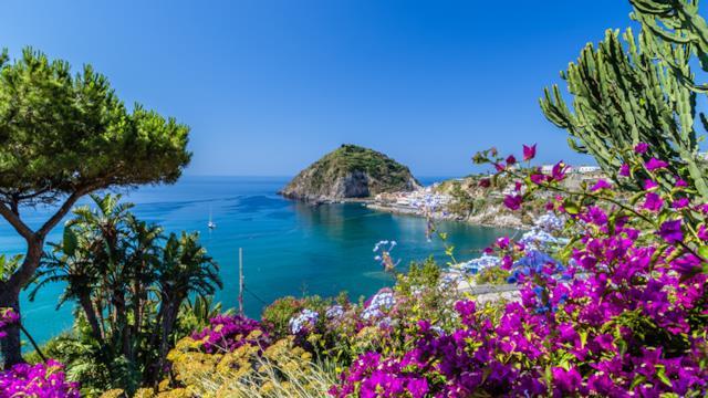 Vacanze da ricordare: cosa vedere a Ischia oltre alle spiagge nell'estate 2019