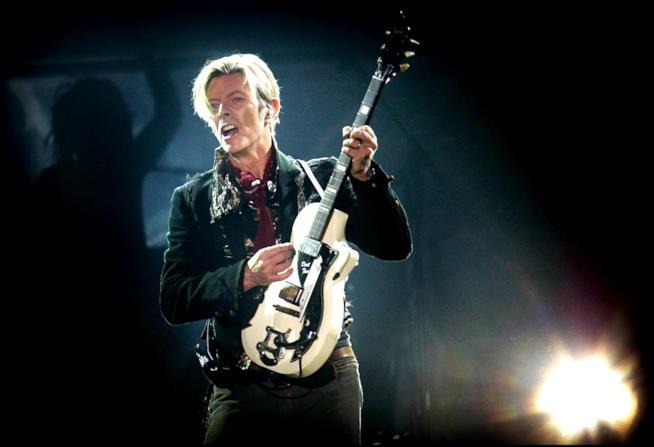 David Bowie durante un concerto