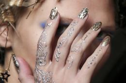 Nail art glitterate: le proposte di tendenza