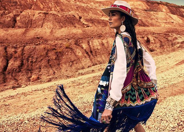 Un outfit Navajo della stilista Adriana Barra