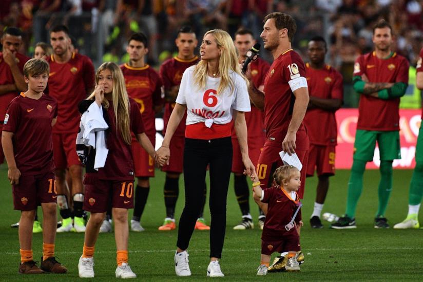Ilary Blasi e Francesco Totti con i figli