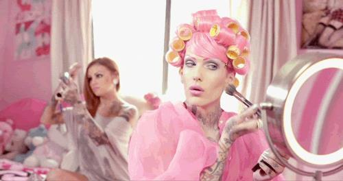 Il cantautore, make-up artist e modello statunitense Jeffree Star