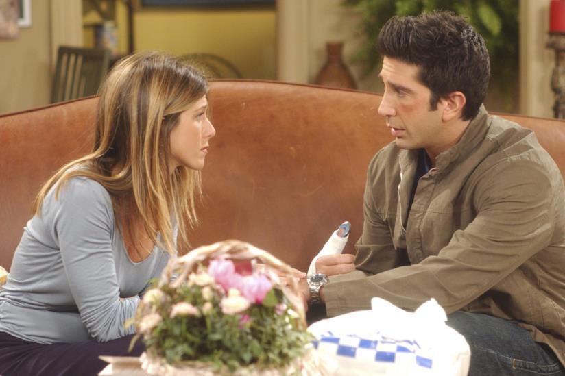 Rachel e Ross seduti in una scena di Friends