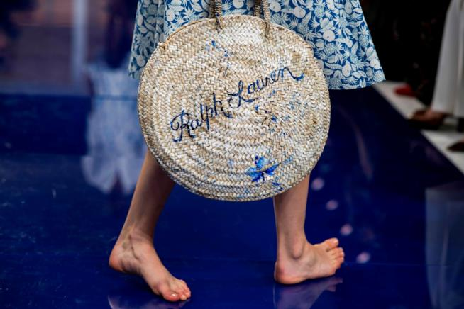 Una modella a piedi nudi per Ralph Lauren