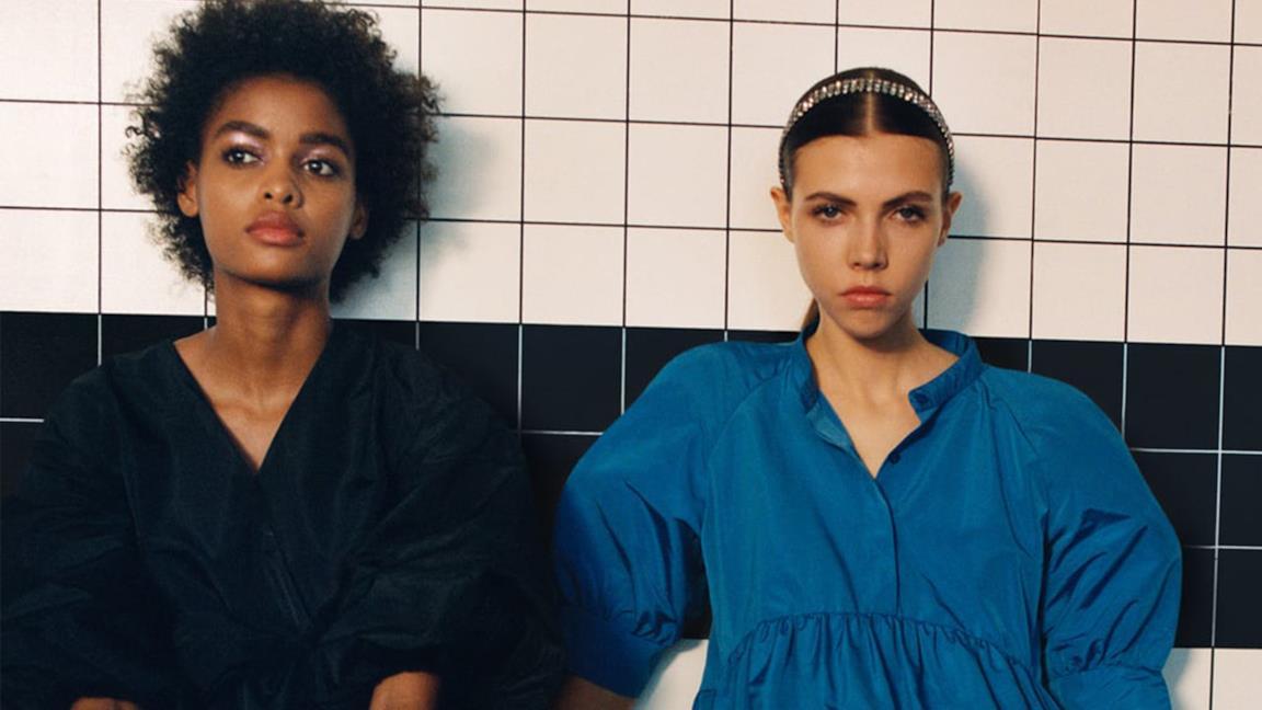L'abito azzurro di Zara spopola tra le fashioniste