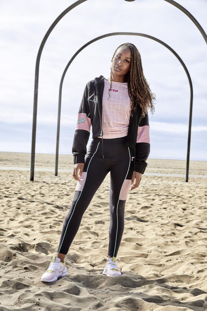 Leggins, t-shirt e jacket in stile Barbie di Puma