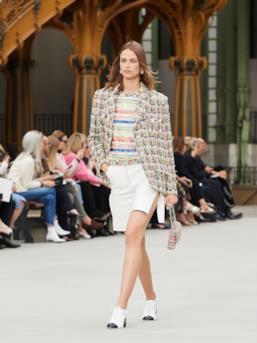Sfilata CHANEL Collezione Donna Primavera Estate 2020 Parigi - CHANEL Resort PO RS20 0035