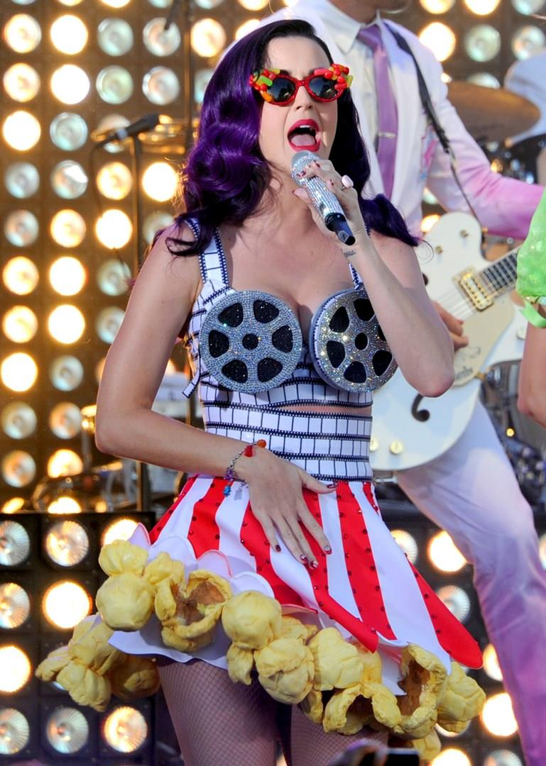 Katy Perry in look pop corn alla prima di Part of Me