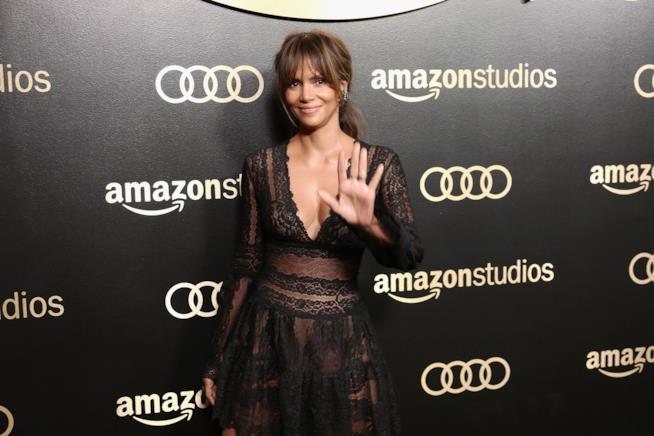 L'attrice Halle Berry icona di stile e fan della palestra
