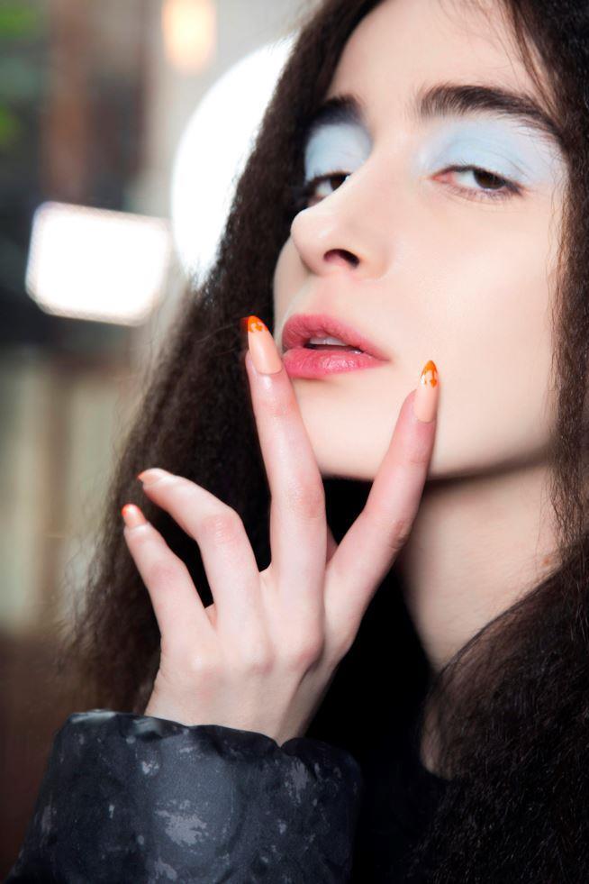 Nail art su unghie lunghe