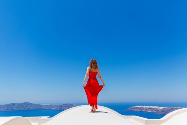 Donna su un'isola della Grecia