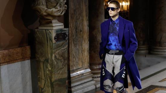 2019Il Video Della VersaceCollezione Autunnoinverno 2018 Sfilata R5A34jLq