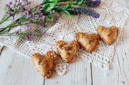 Quattro biscotti a forma di cuore