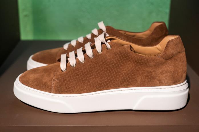 Le sneakers scamosciate di Lardini