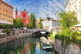 Lubiana, capitale della Slovenia, offre ai visitatori scenari da cartolina