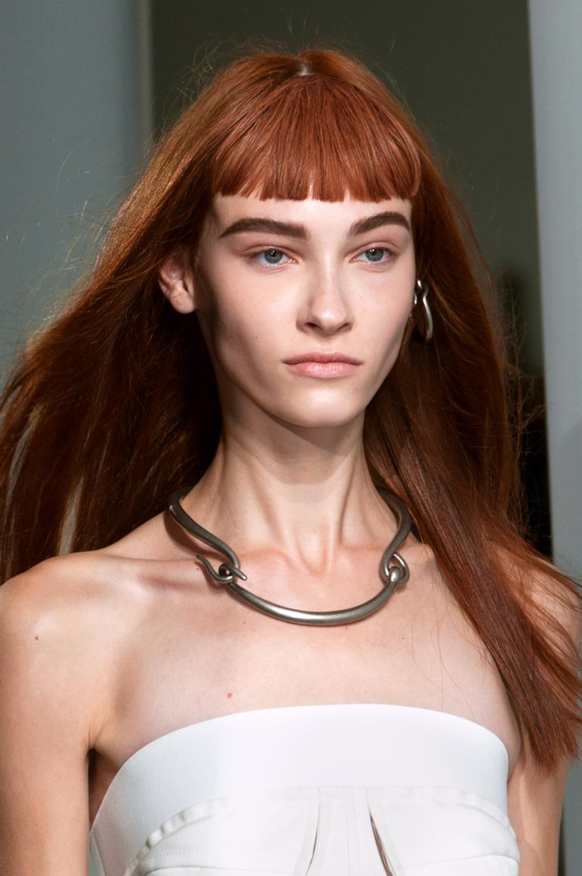 Rosso rame per i capelli lisci con frangia