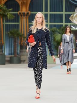 Sfilata CHANEL Collezione Donna Primavera Estate 2020 Parigi - CHANEL Resort PO RS20 0024