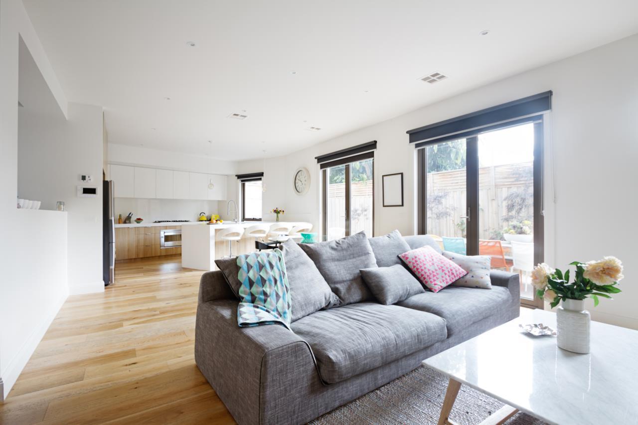 Soluzioni per progettare un perfetto angolo cottura in - Cucina piu soggiorno ...