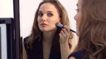 L'attrice Natalie Portman nella campagna make up Diorskin Forever
