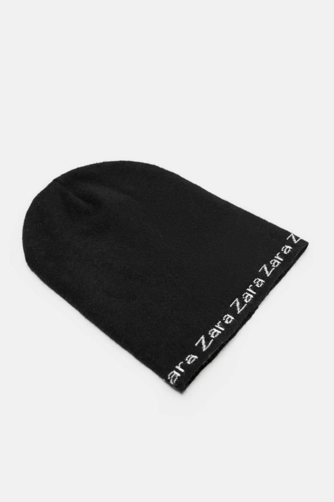 Berretto in maglia con scritte Zara