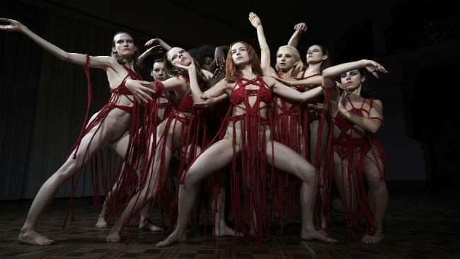 La danza di Dakota Johnson nel film Suspiria