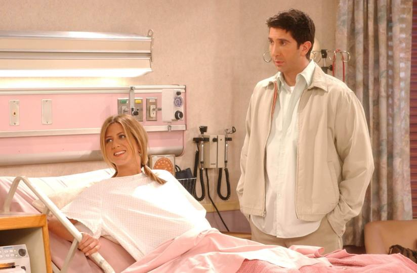 David Schwimmer e Jennifer Aniston in una scena di Friends