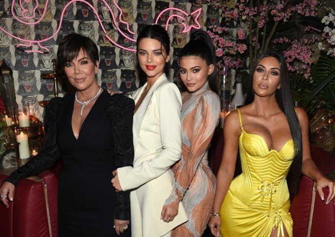 Kendall Jenner con la madre Kris Jenner e le sorelle Kylie Jenner e Kim Kardashian