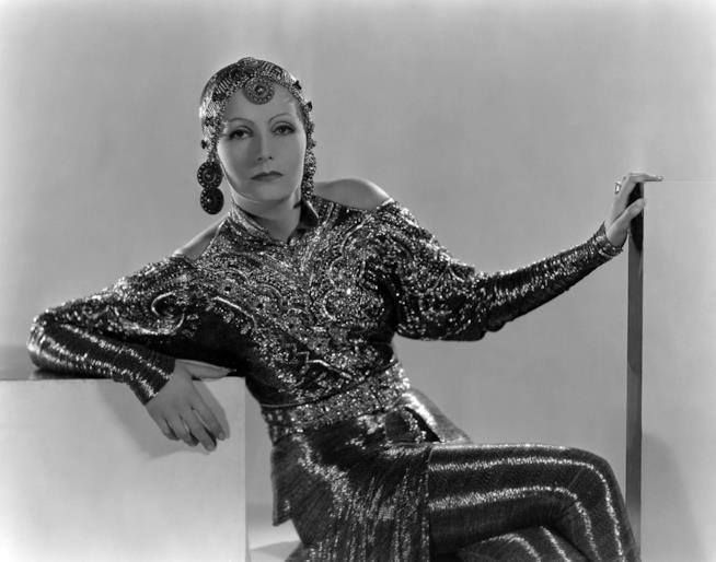 La ballerina e spia Mata Hari con le fattezze di Greta Garbo