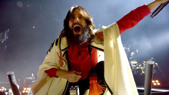 Un'immagine di Jared Leto sul palco