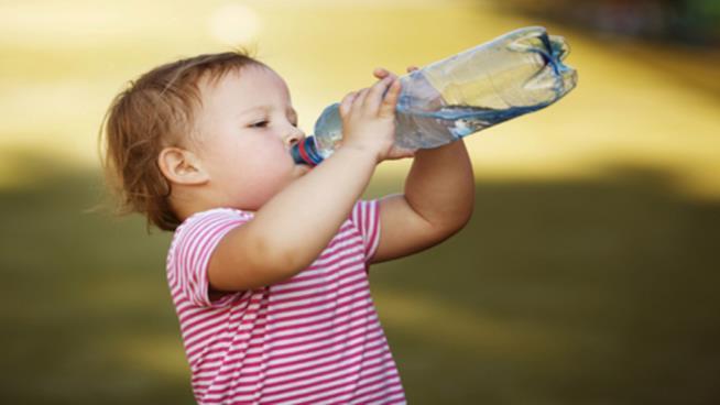 Bambino e idratazione quando fa molto caldo