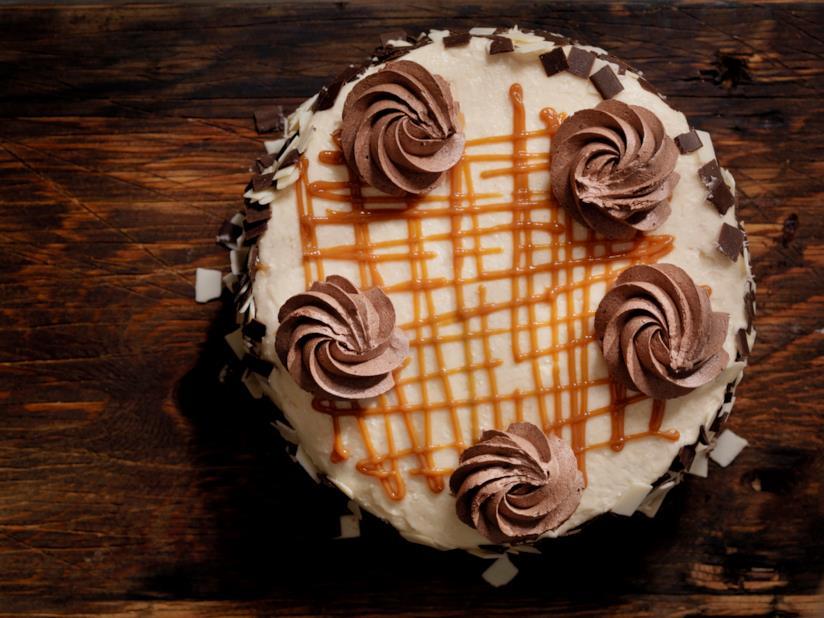 Torta al cioccolato con crema al caramello