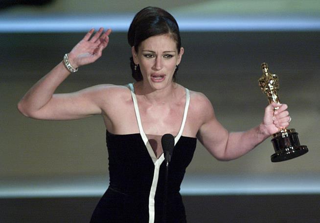Julia Roberts vince l'Oscar per Erin Brockovich