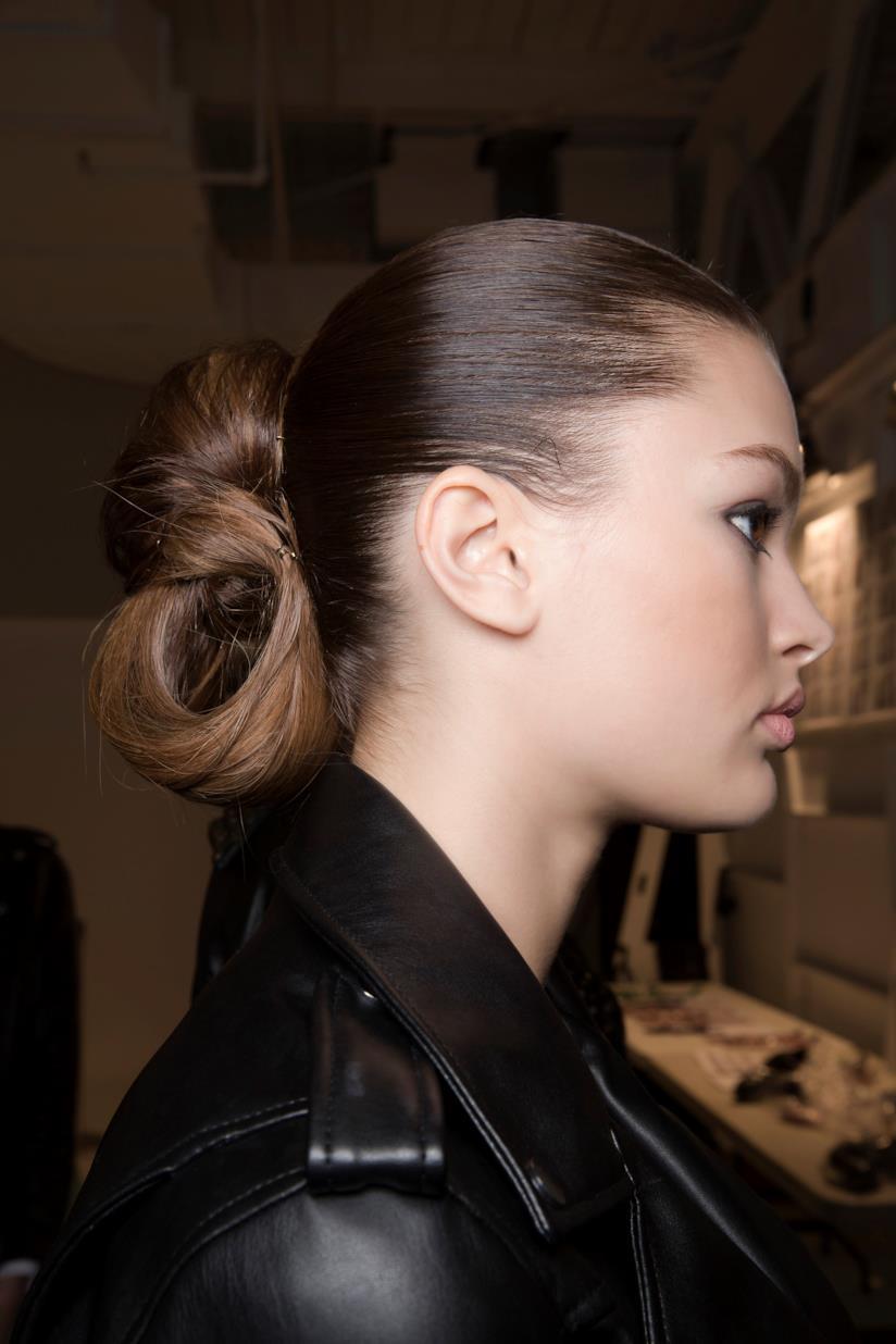 Gli accessori di tendenza per i capelli lisci e fini