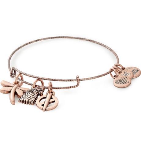 Un bracciale con charms dorati dedicato al personaggio di Sansa Stark