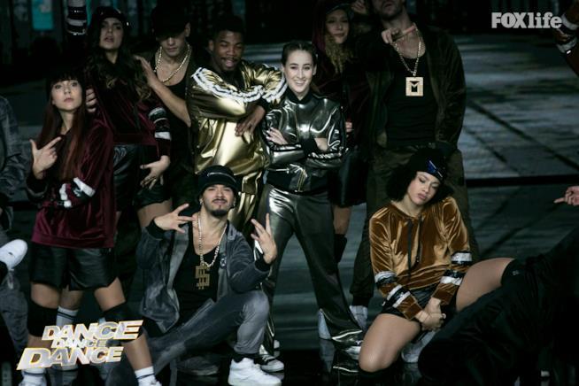 Carlotta Ferlito e Frank Chamizo si esibiscono durante la seconda puntata di Dance Dance Dance