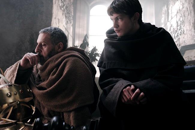John Turturro e Damian Hardung, protagonisti della serie tv rai Il Nome della rosa