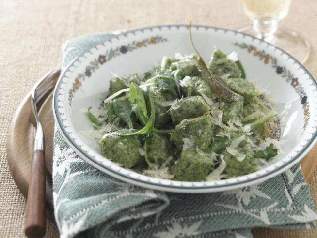 Primo piatto di pasta fresca verde