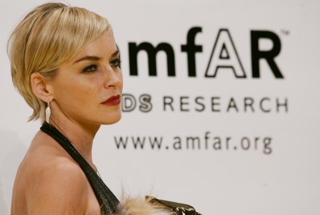 Sharon Stone di profilo