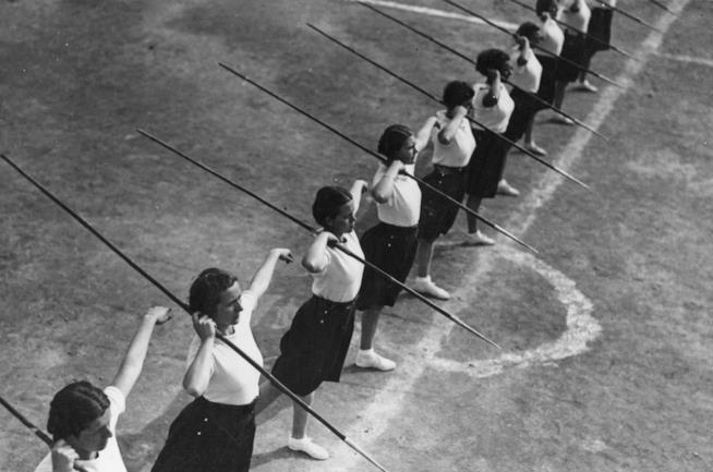 Donne durante l'ora di ginnastica
