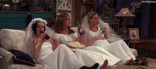 Una scena di Friends con Jennifer Aniston, Courtney Cox e Lisa Kudrow