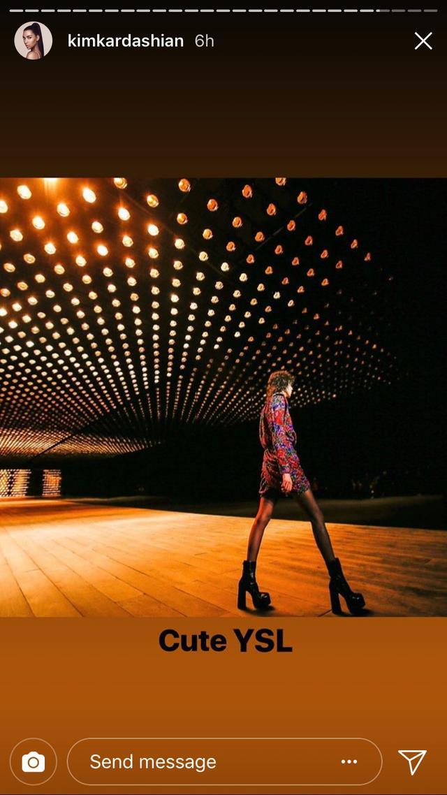 La passerella di Yves Saint Laurent a Parigi