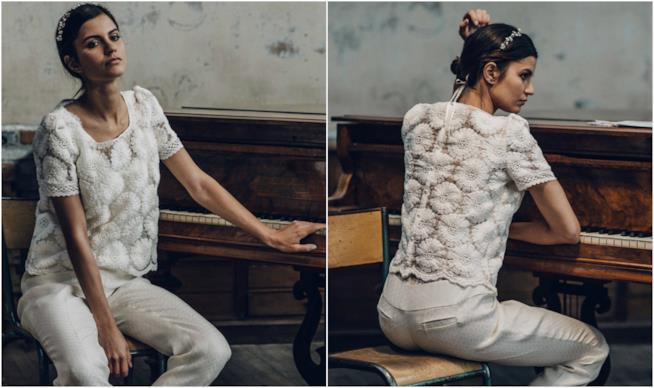 Modella seduta indossa abito da sposa crop top