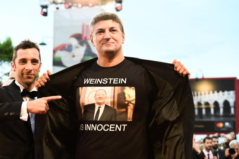 La t-shirt a favore di Harvey Weinstein indossata da Silighini Garagnani