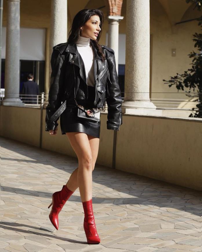 Simona Guatieri in un outfit rock