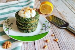 Piatto con frittelle verdi