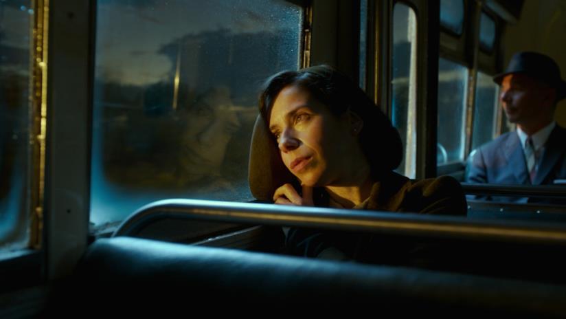 Sally Hawkins in una scena di La forma dell'acuqa