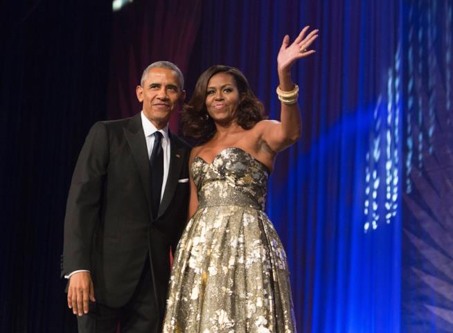 Michelle Obama innamorata: il dolce post a Barack per le nozze d'argento