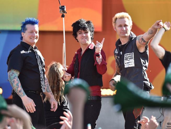 I Green Day salutano il pubblico